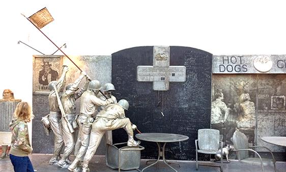 The Portable War Memorial van Edward Kienholz